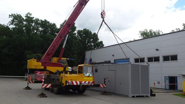 Dźwig 40 ton o wysięgu 30 m masztu